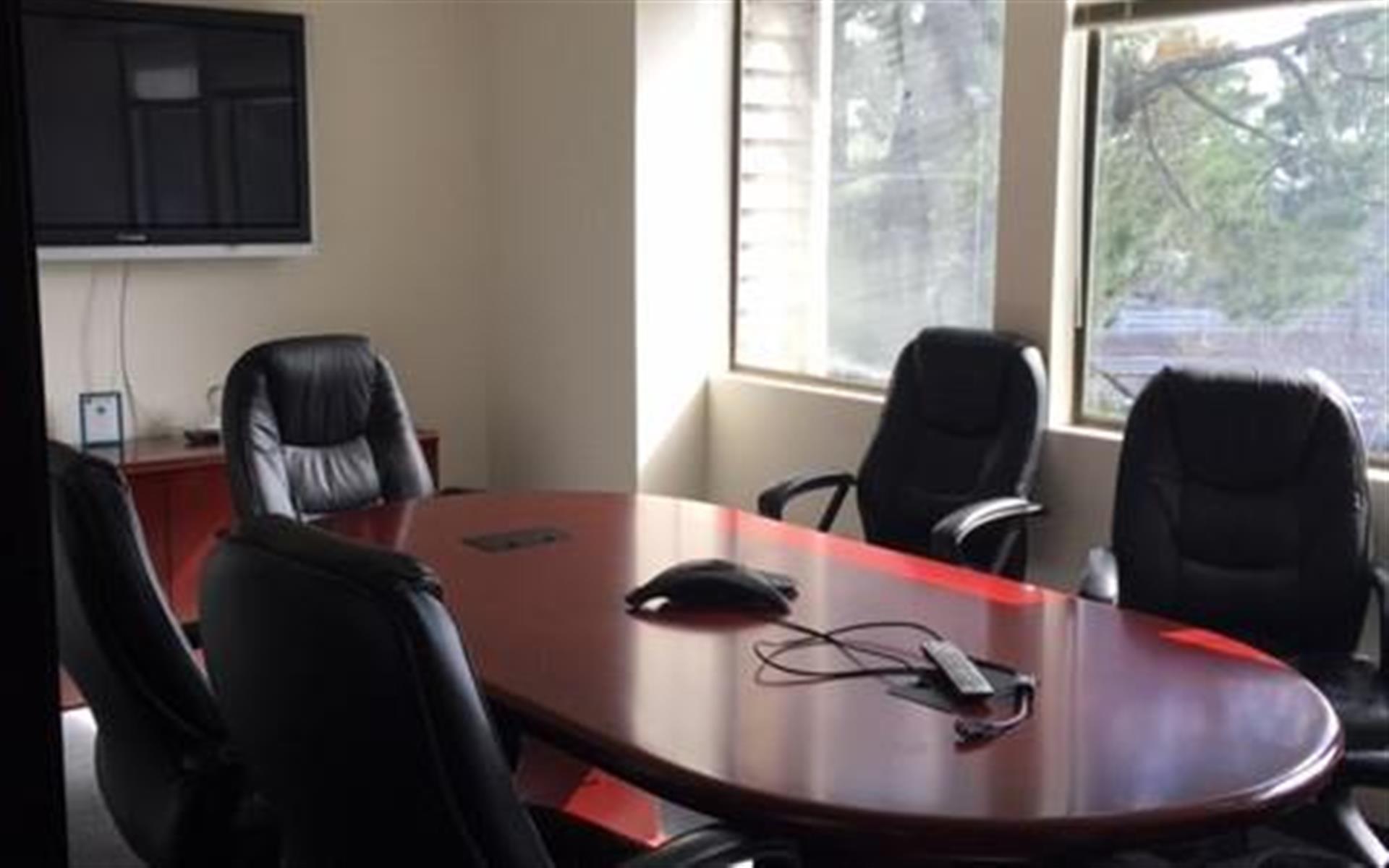 Financial Services Company - Dedicated Desk