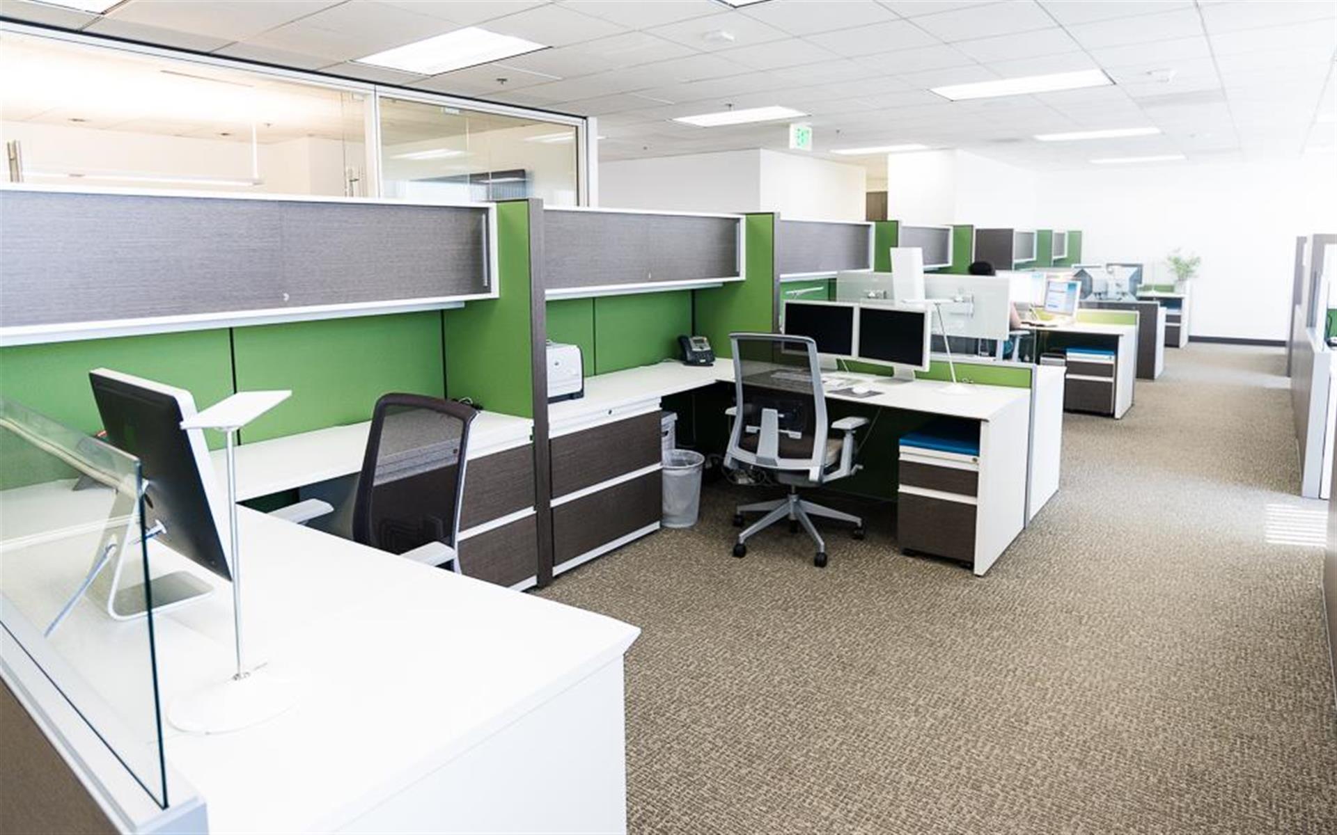Reynolds & Associates - Open-Plan Creative Station