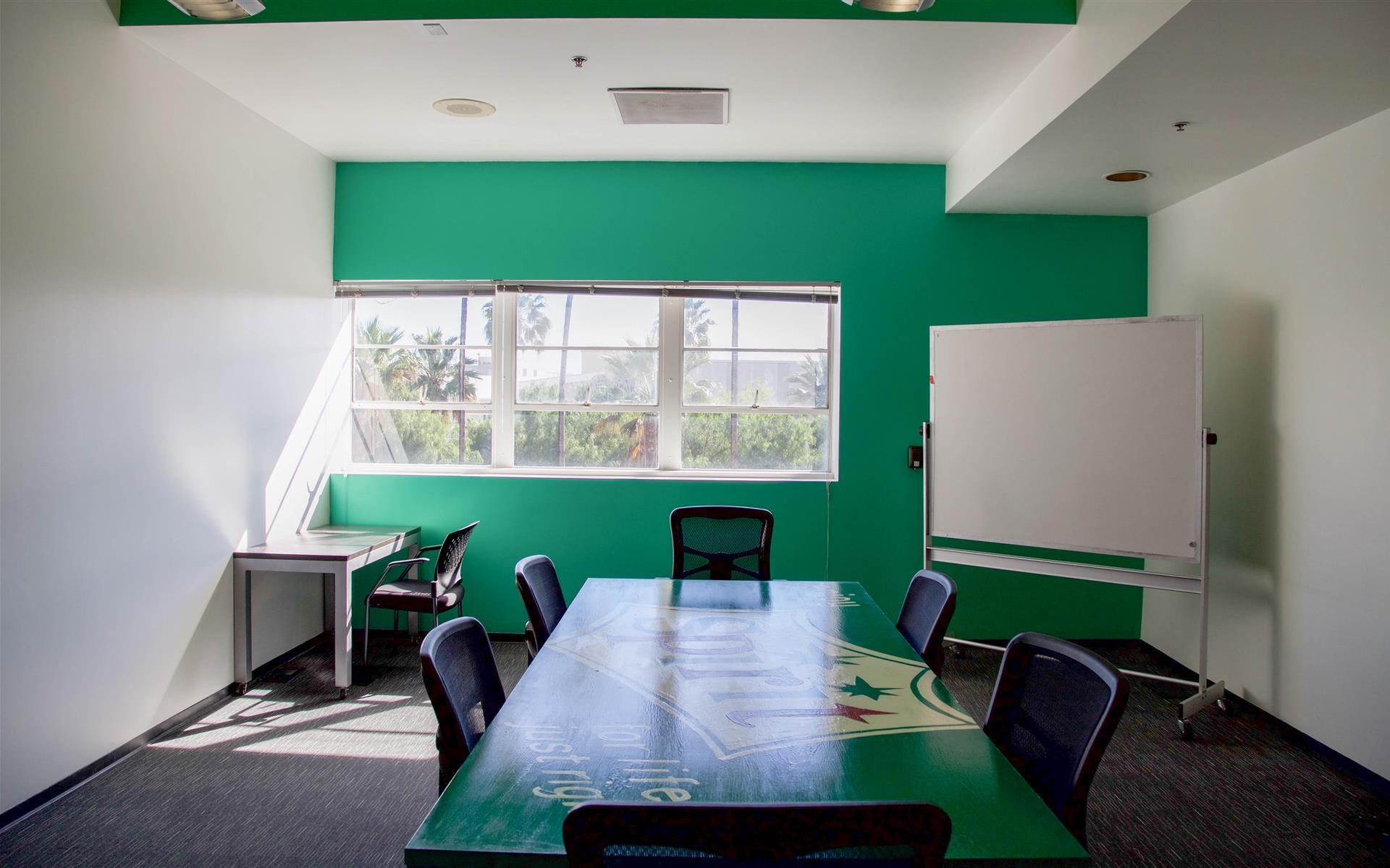 ROC Santa Monica - Bullpen Office