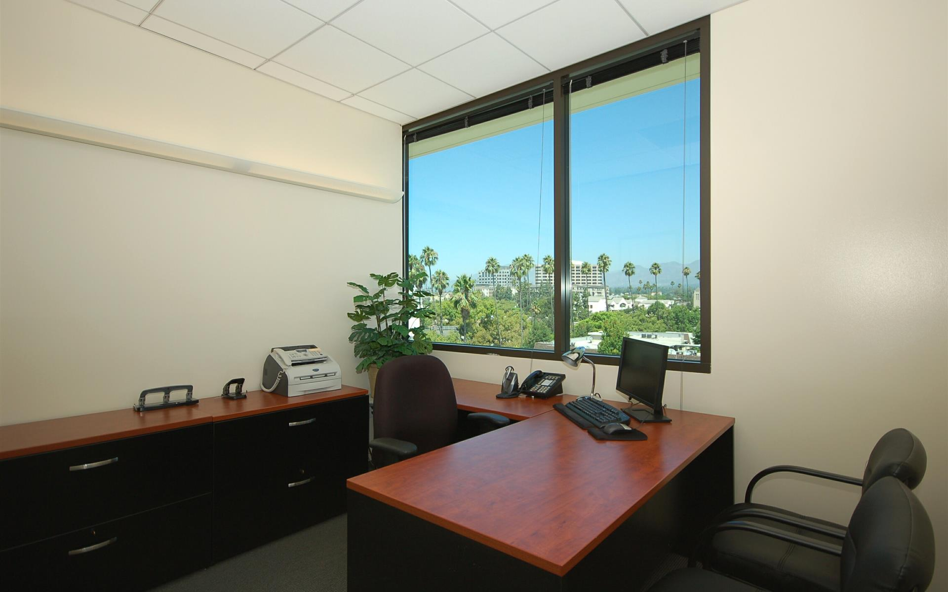 (COL) Koll Center - Window Office
