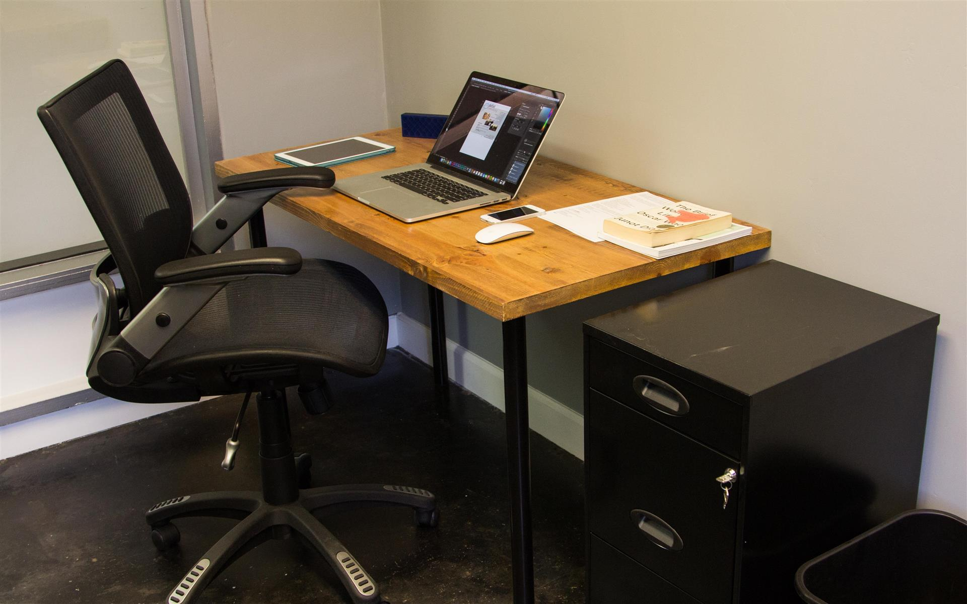 Outlet Coworking - Desk Jockey Membership