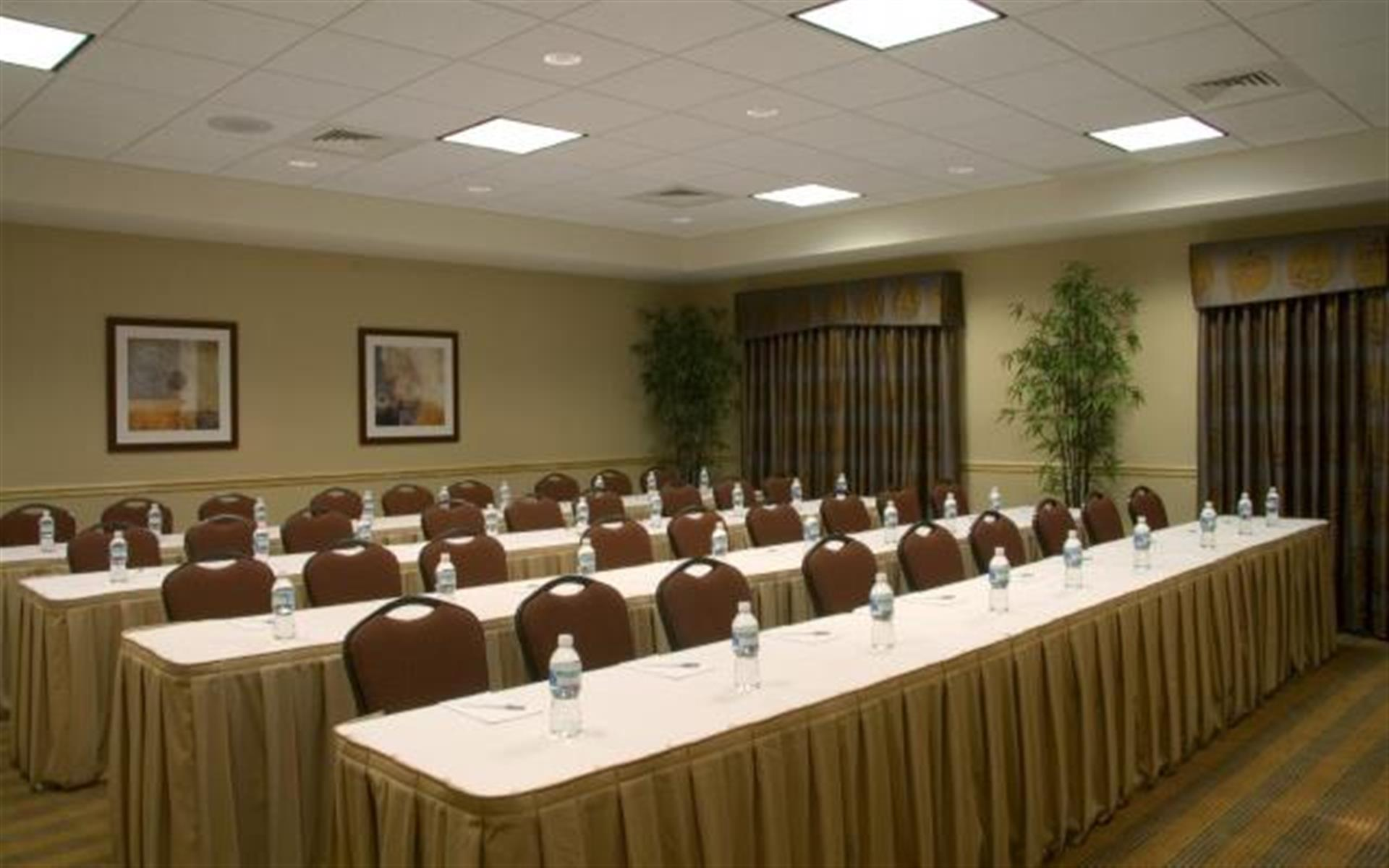 Hampton Inn & Suites Madison West - Meeting Room