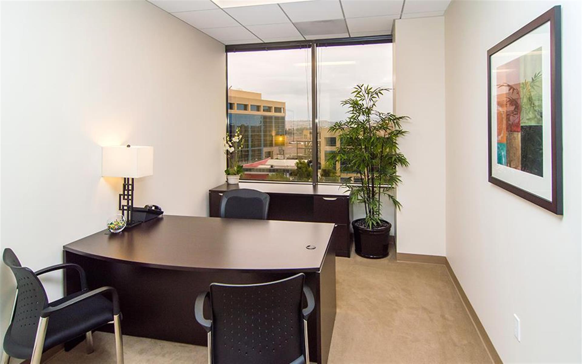 (4MB) 4000 McArthur - Exterior Office