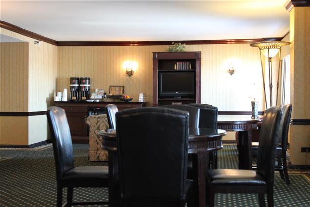 Hilton Lisle/Naperville - Club Level Lounge