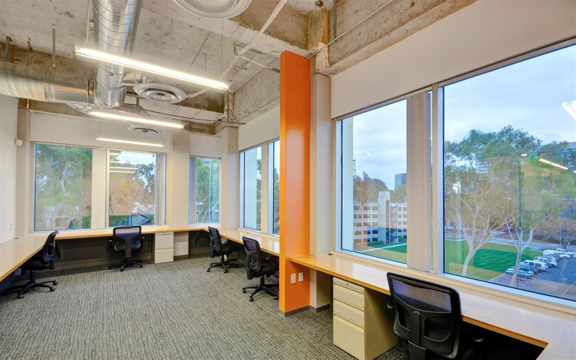 TechSpace - Costa Mesa - 7 Person Corner Suite Team Room
