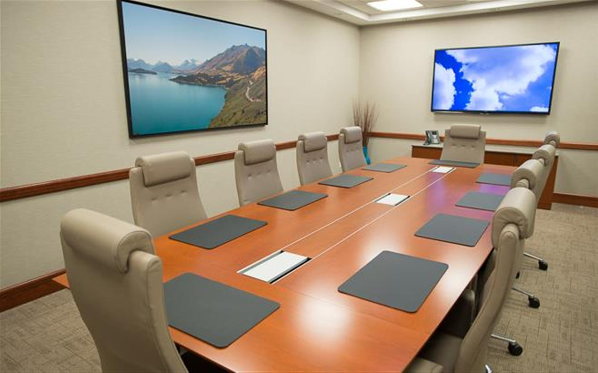 Symphony Workplaces -Westport CT - The Blue Sky Boardroom