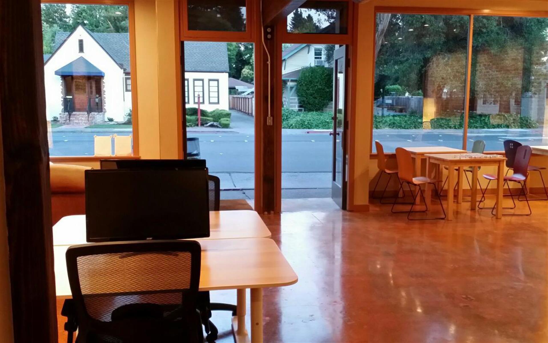 SpherePad Santa Rosa - Community Desk