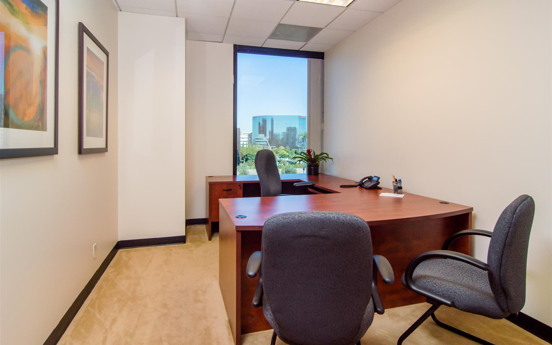 (LAK) Lakeshore Tower - Beautiful Window Office