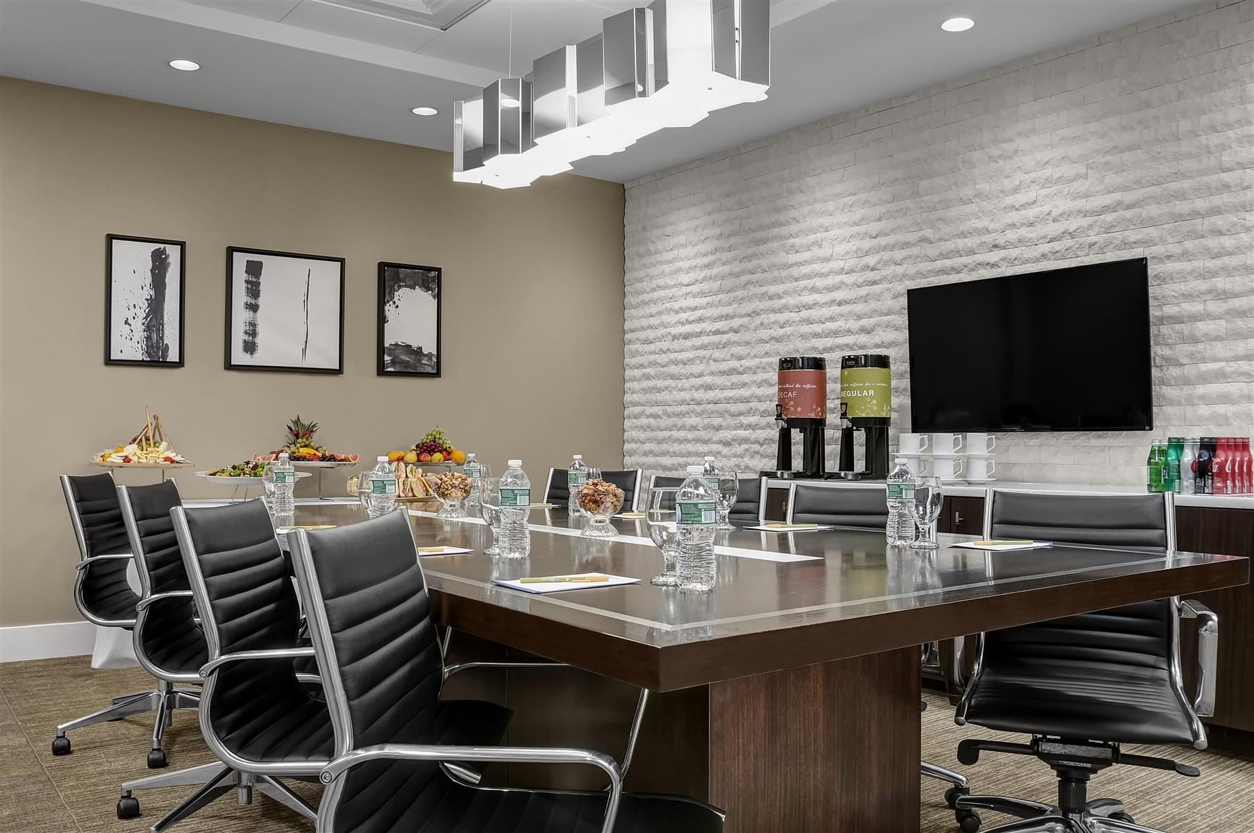 Private Meeting Room For 14 At Hilton Garden Inn New York Times Square Central Liquidspace