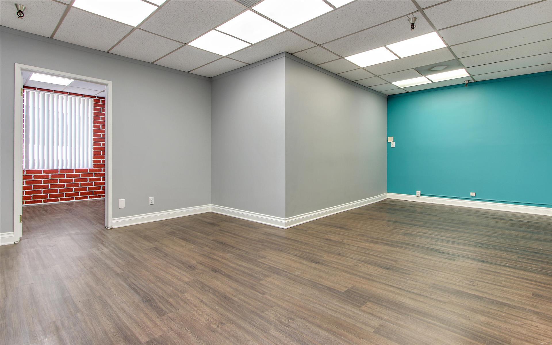 Soma Capital | 16200 Ventura Blvd. - Team Office 423