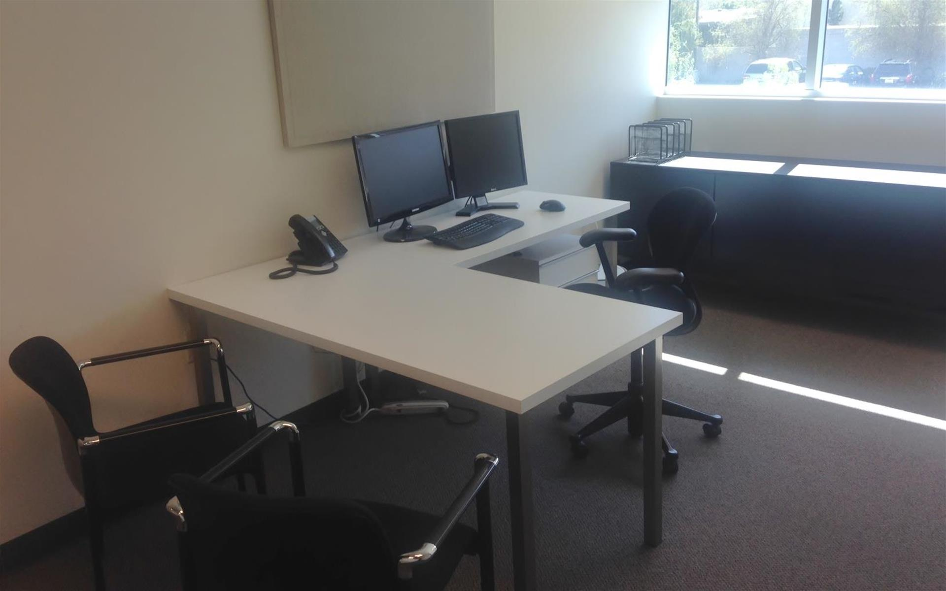 Light Modern Work Space - Private Office