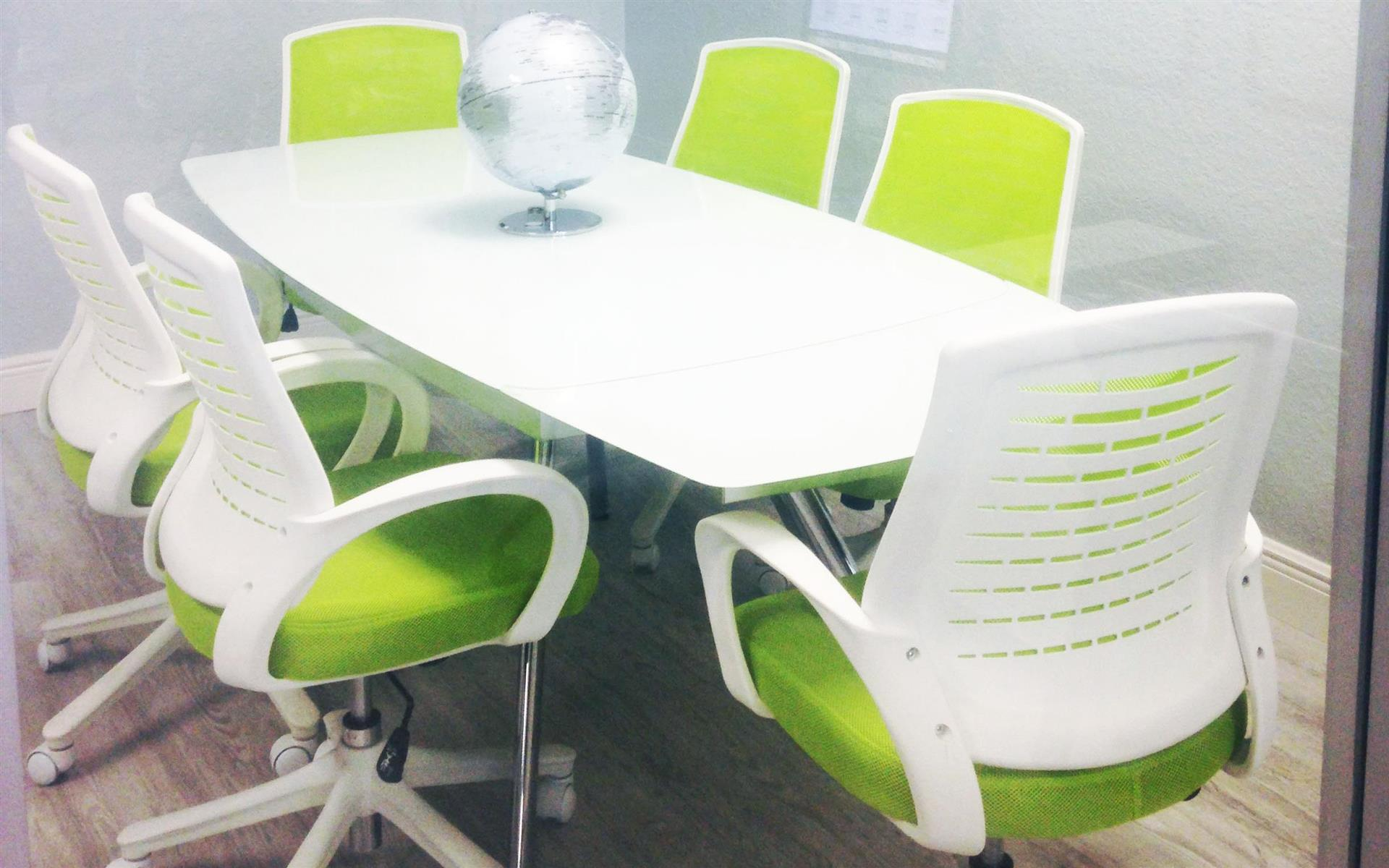 """Cowork LWR - 6 Person Glass Conference Room 47"""" TV"""