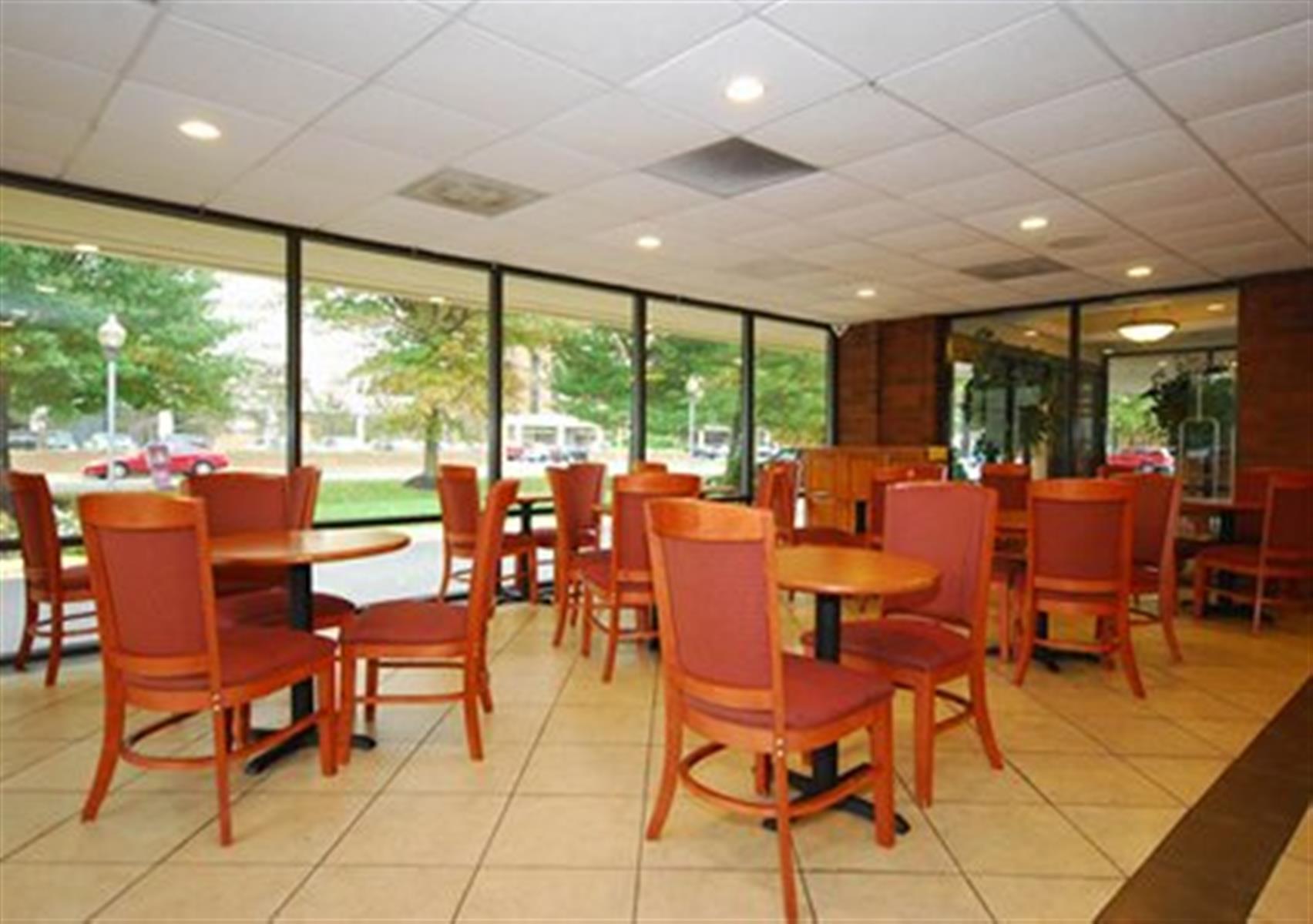 Comfort Inn Springfield - Atrium Room