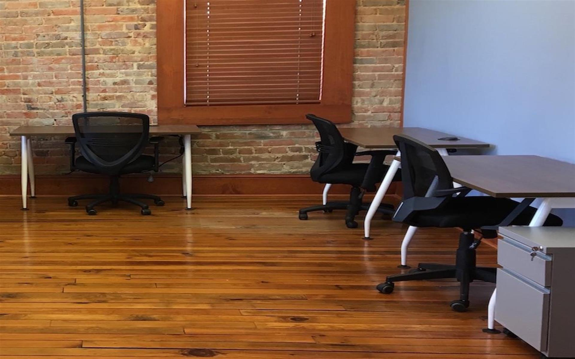 Coworking Station - Large Office Suite