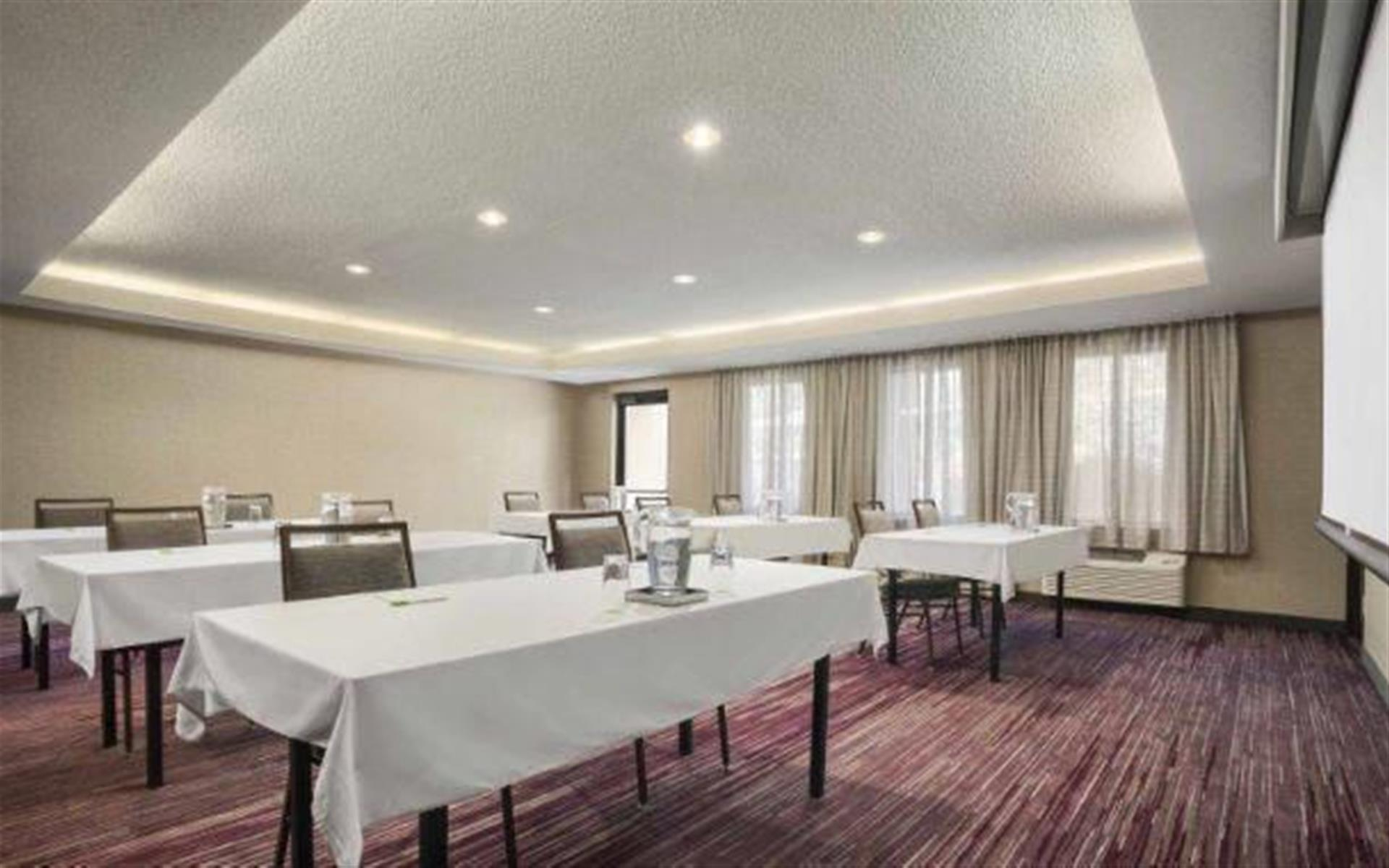Springfield Courtyard by Marriott - Renovated Meeting Room