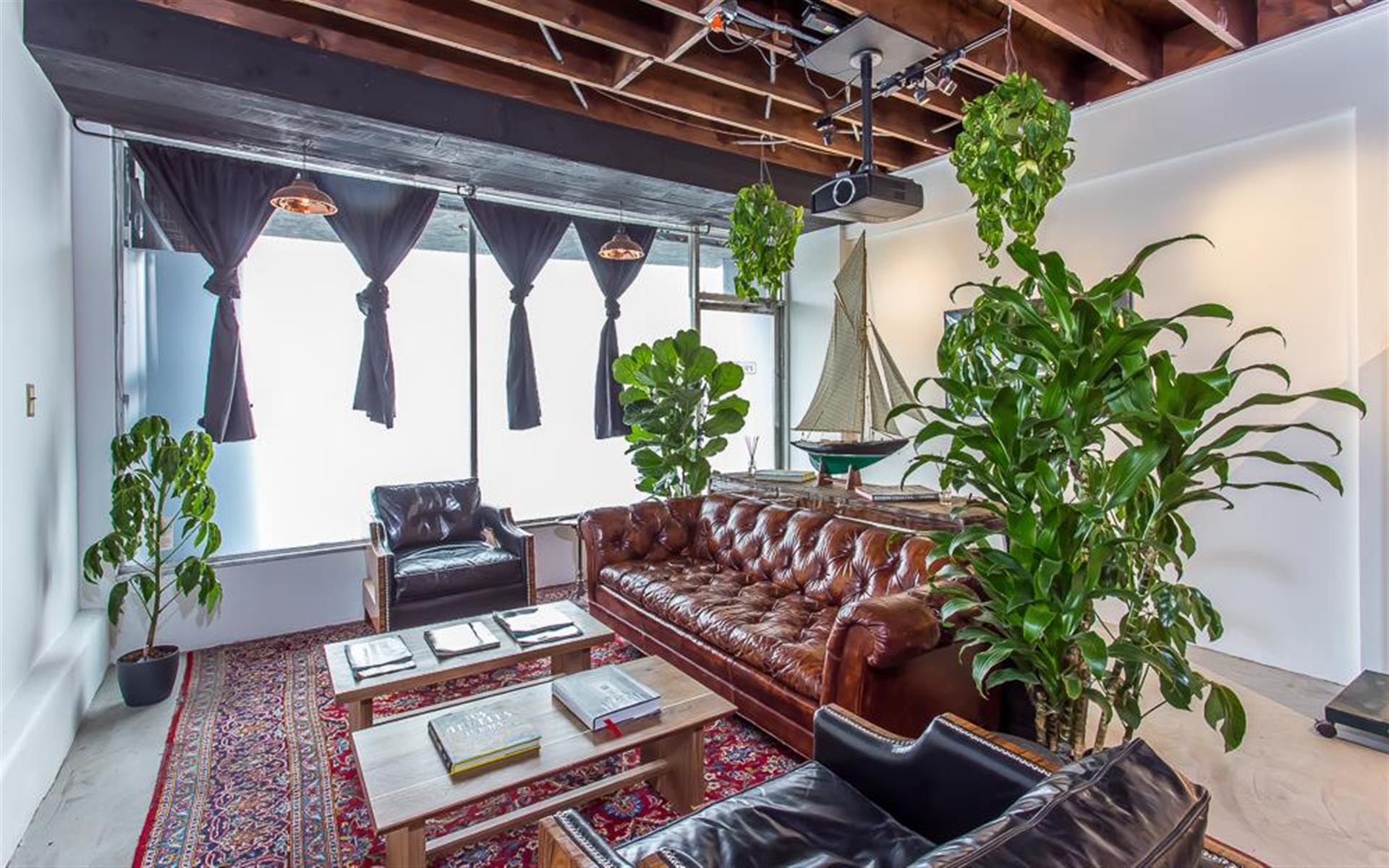 TheWorkBar.LA - Hot Desks, Flexible Work Stations