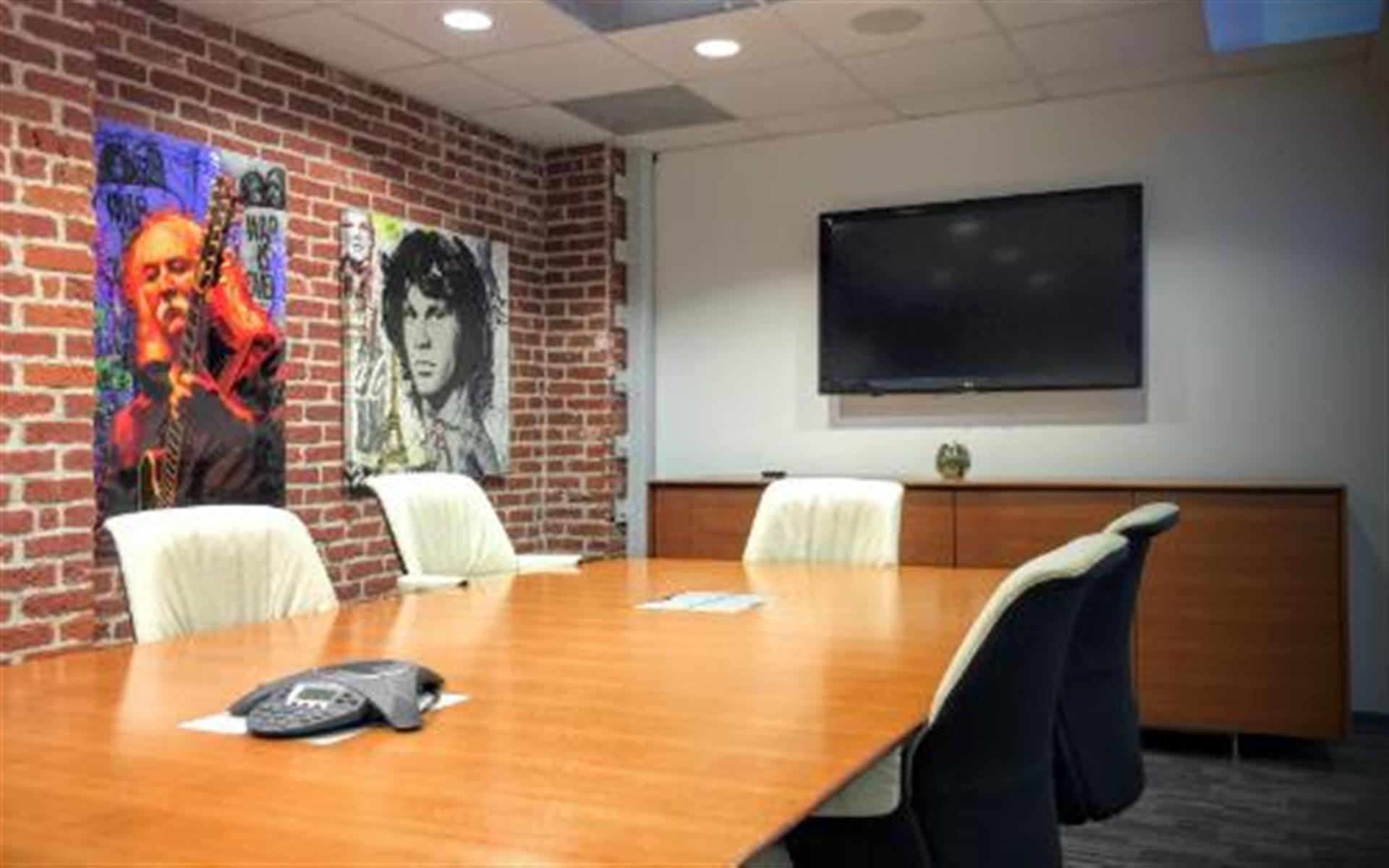 SAMOCO: Santa Monica Coworking - Medium Meeting Room