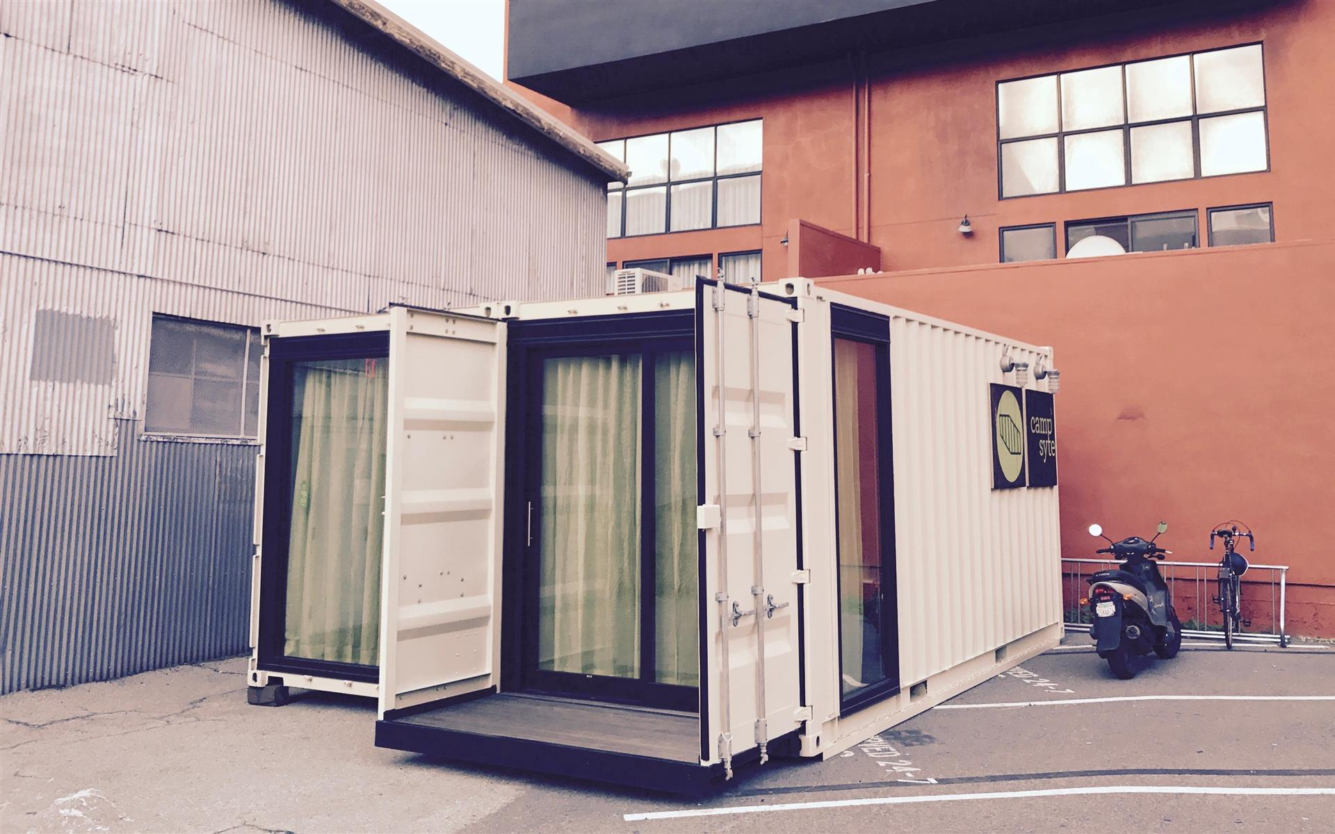 Campsyte - Team office in SOMA cargo containers