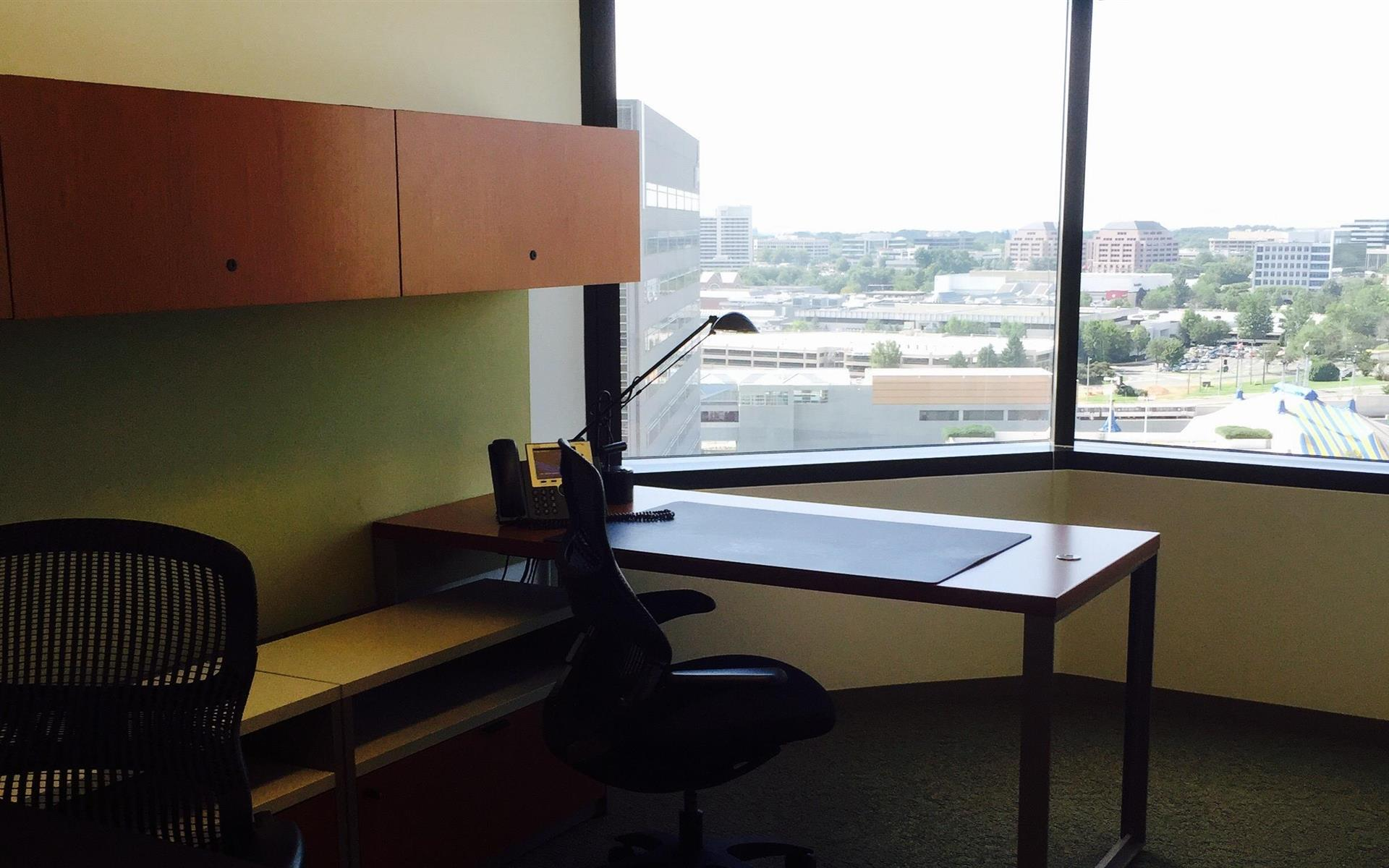 Carr Workplaces - Tysons Boulevard - Office1563/1562/1526/1527-4 Office Suite