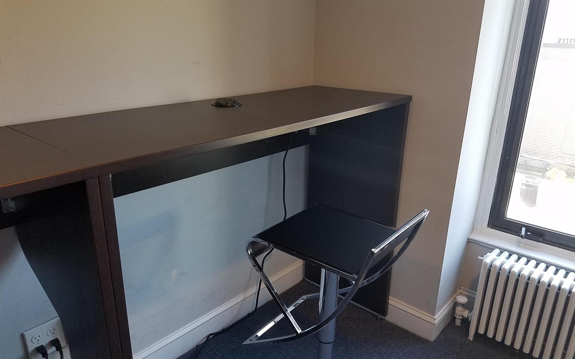 HeadRoom - Media - High-top Desk 1
