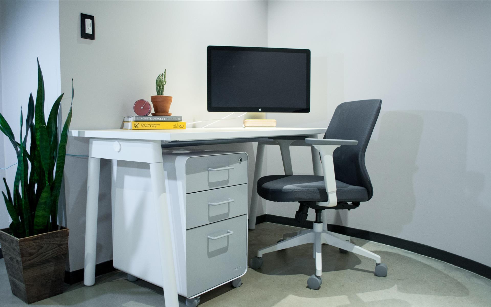 Mod Phoenix - Dedicated Desk Overlooking Midtown