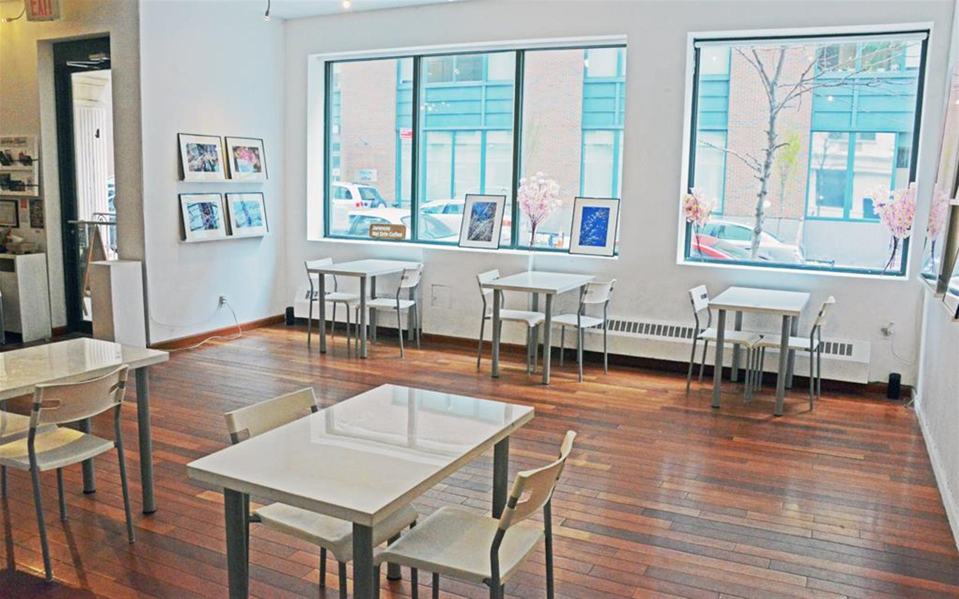 RESOBOX Gallery & Cafe - RESOBOX Gallery Space
