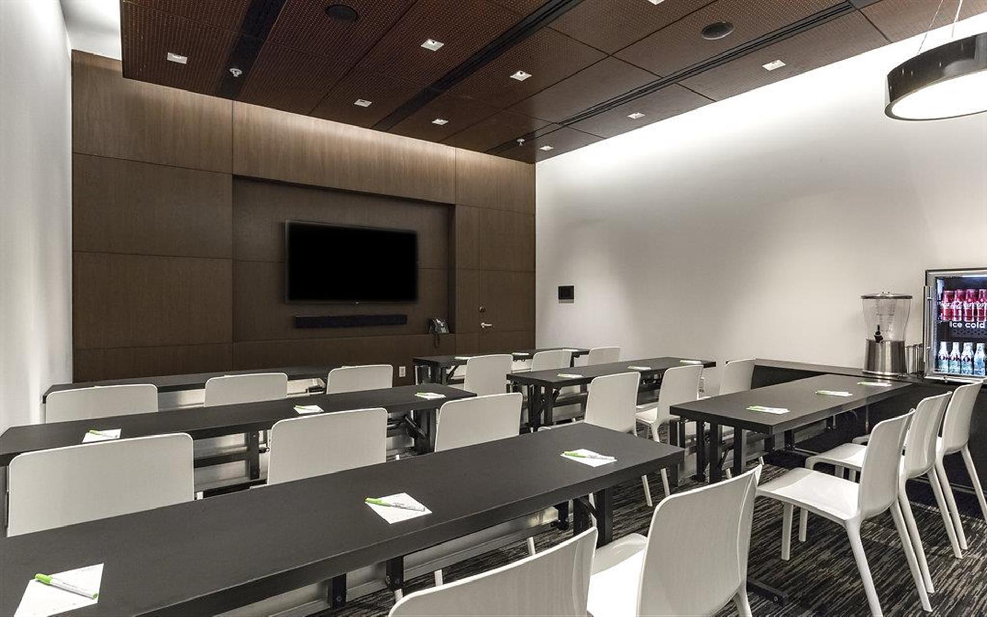 Courtyard By Marriott Long Island City New York Manhattan: Private Meeting Room For 18 At Courtyard By Marriott Long