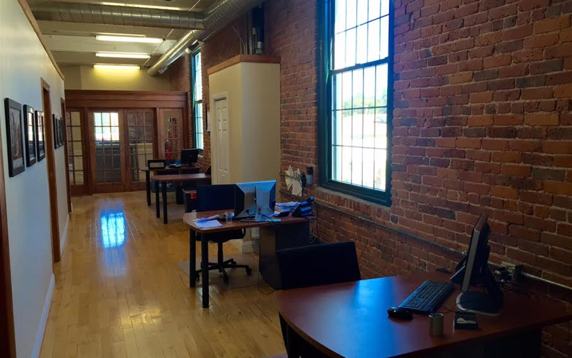 1 Kelley Square - Hot Desk