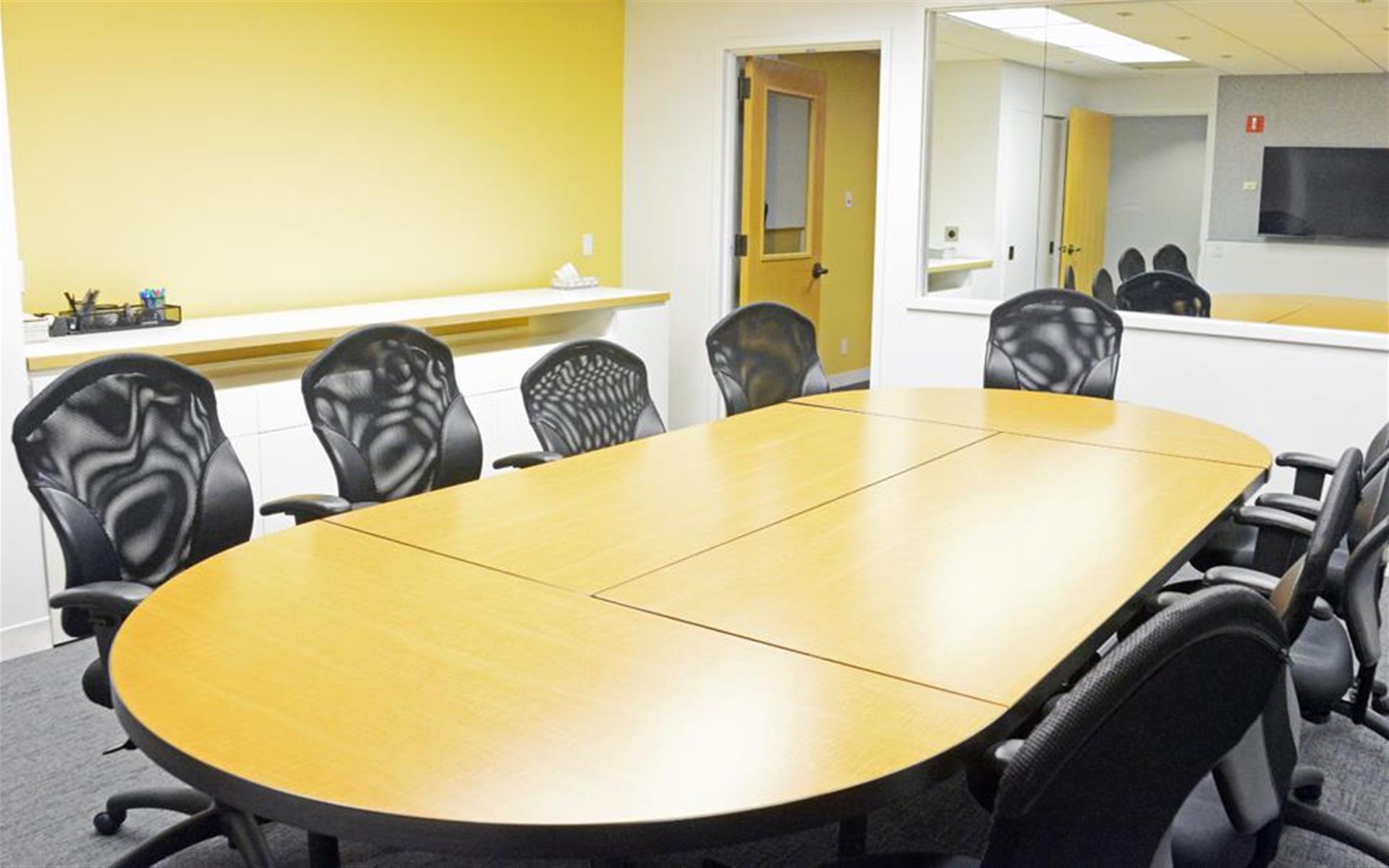 Focus Suites of Philadelphia - Yellow Room Suite