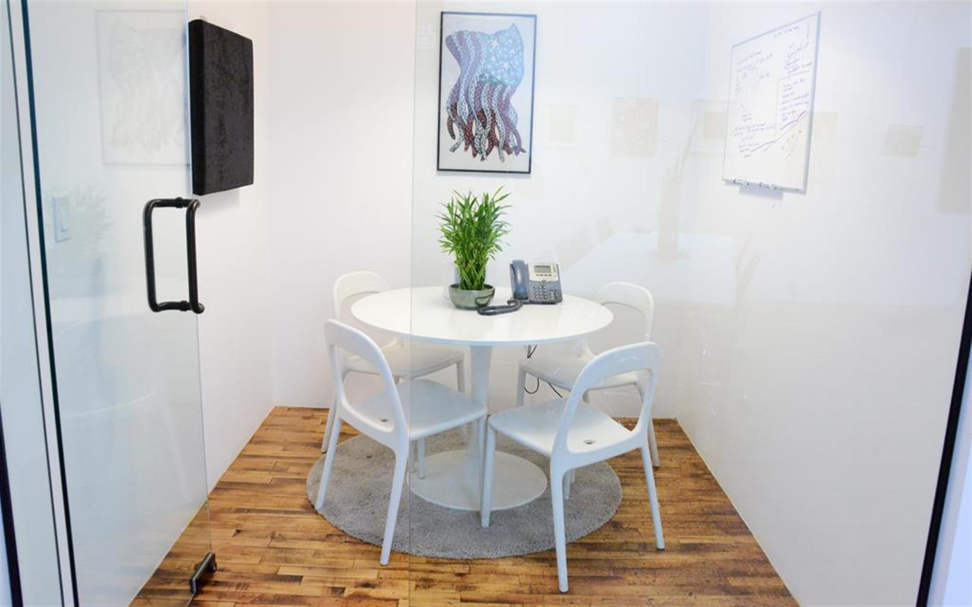 QNS Collective - Huddle Room