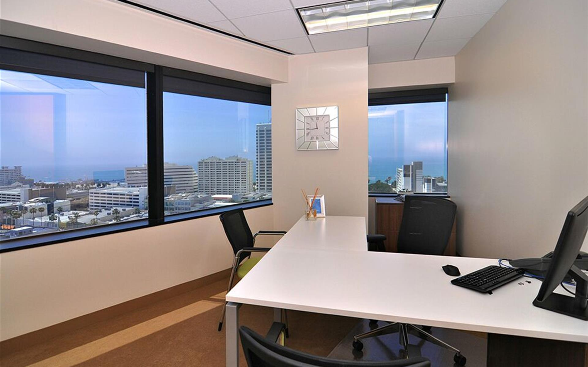 (SM3) 401 Wilshire - Exterior Office
