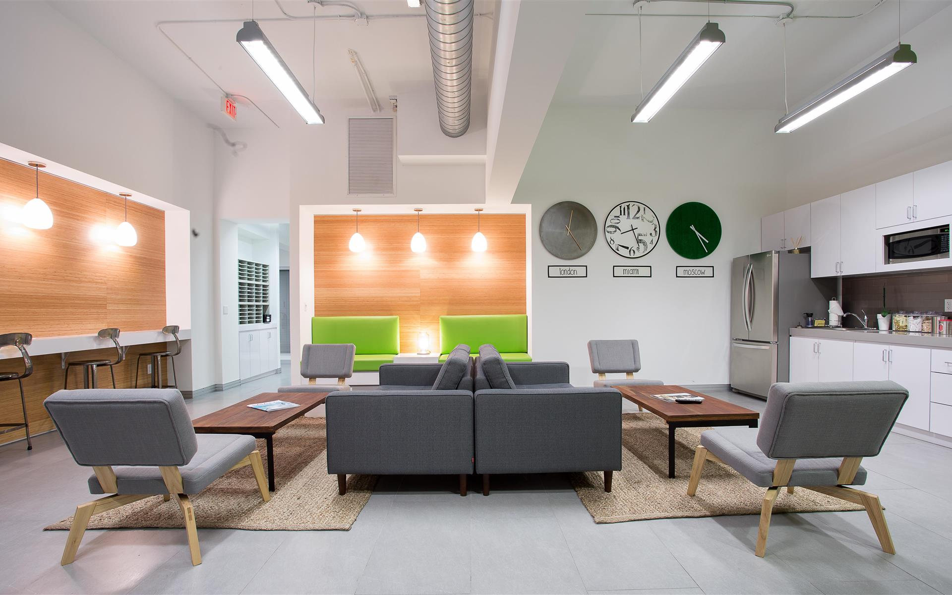 coworking pass 5 available at b ro south beach liquidspace. Black Bedroom Furniture Sets. Home Design Ideas