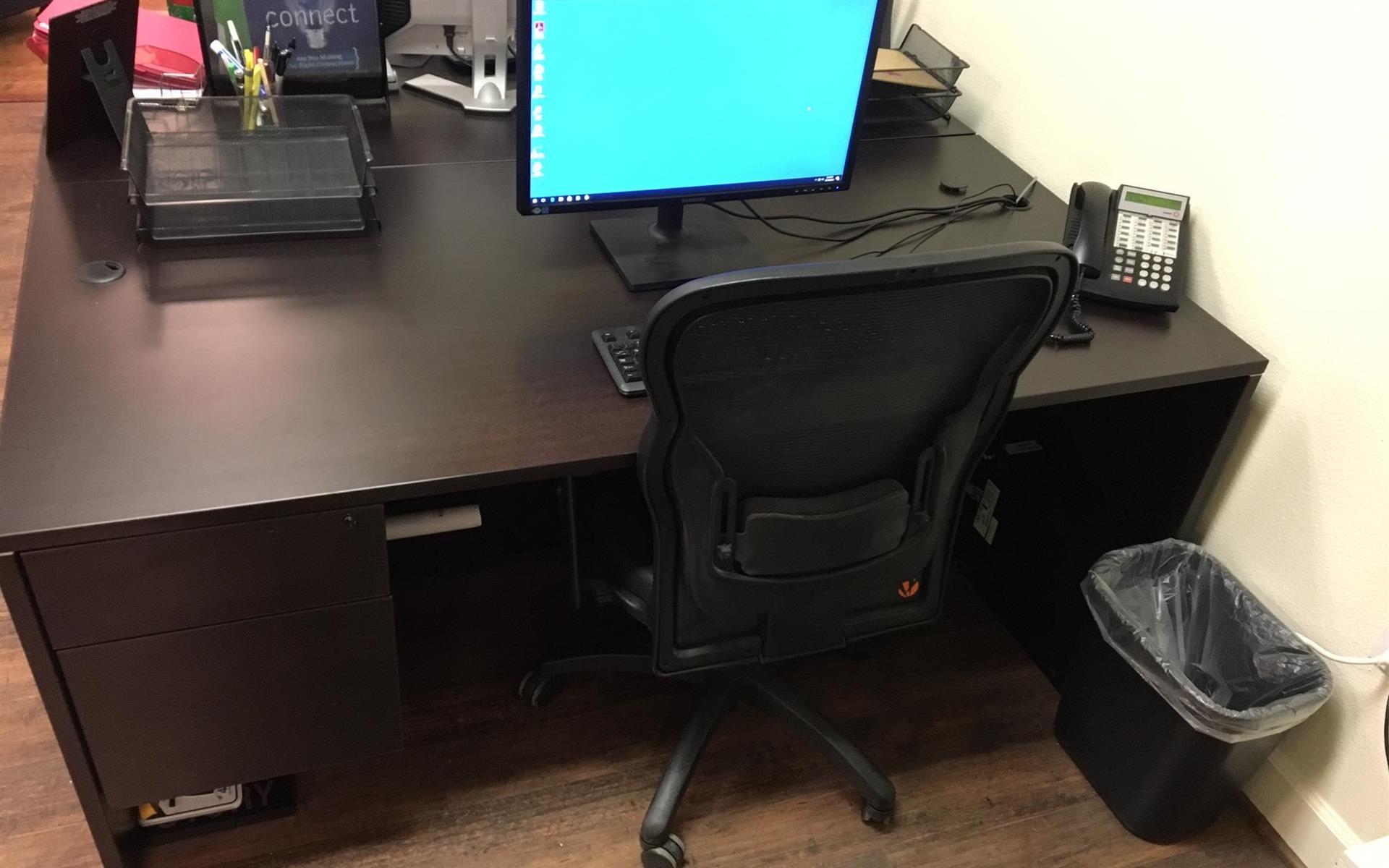 Trade Show Emporium - Dedicated Desk