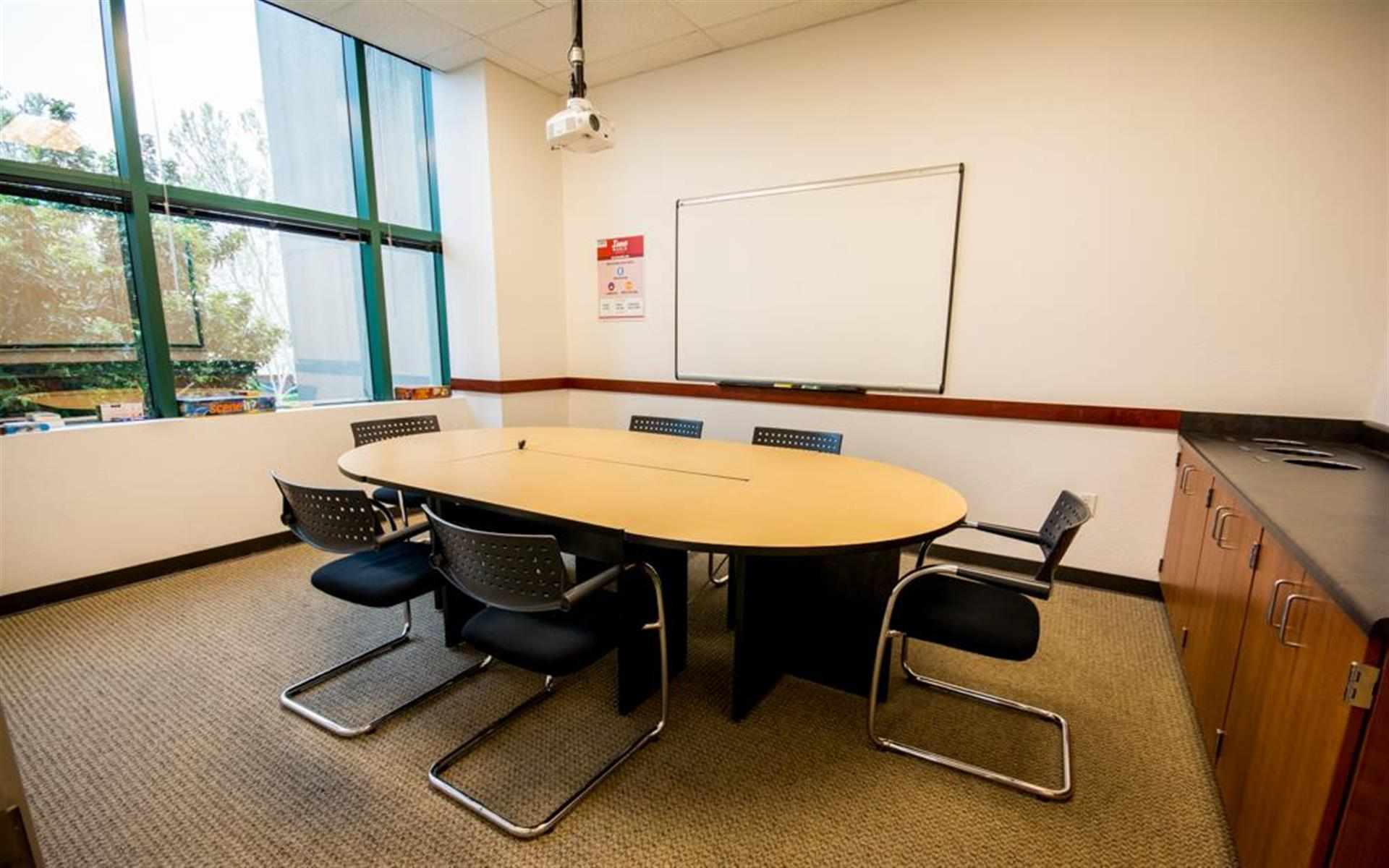 Innoworld - Presentation Meeting Room - Angel Island