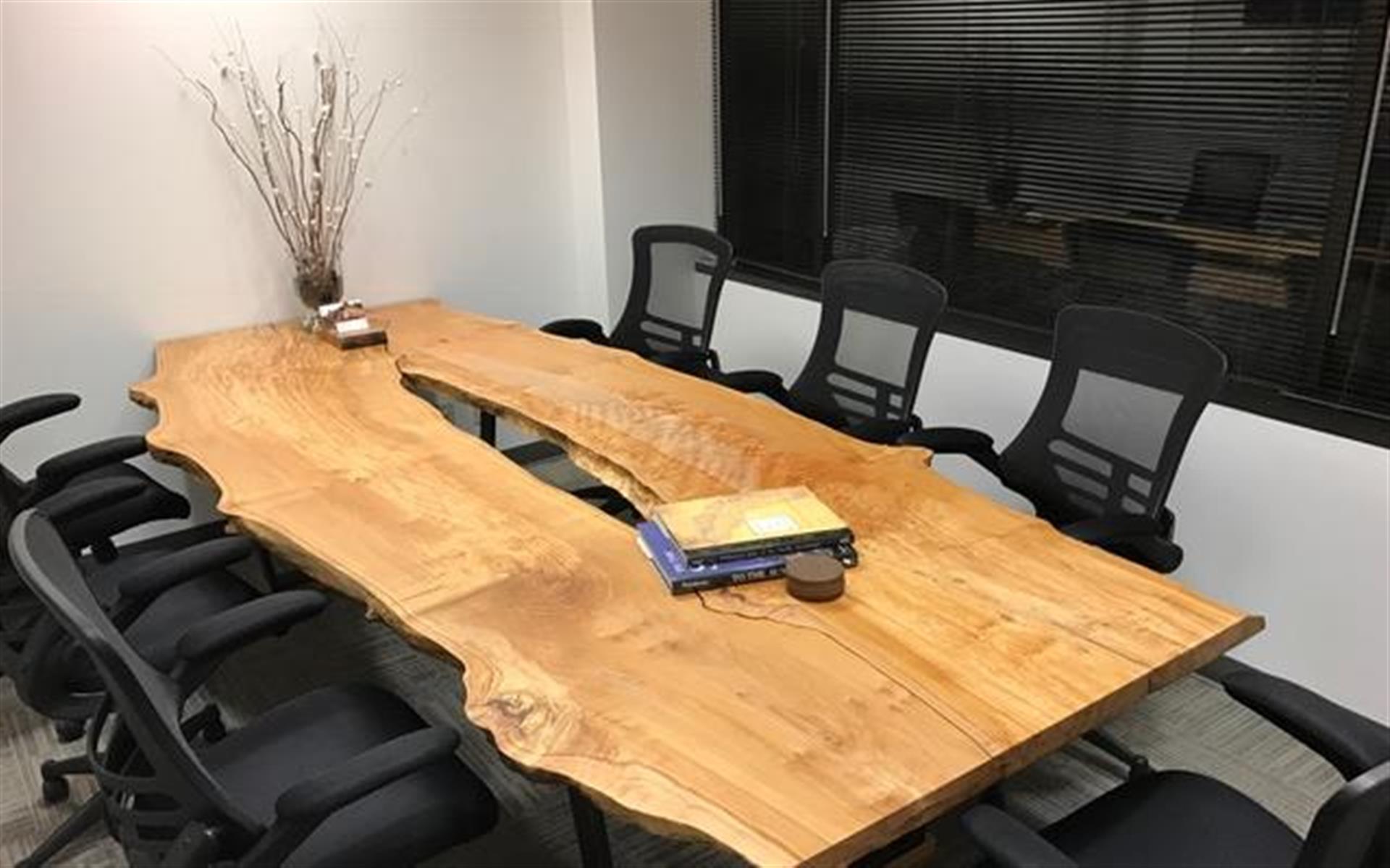 Office Space in Bellevue 405/520 Corridor - Conference Room & CoWorking Space