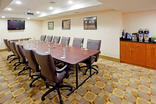 Holiday Inn Express - Maspeth - Conference Room