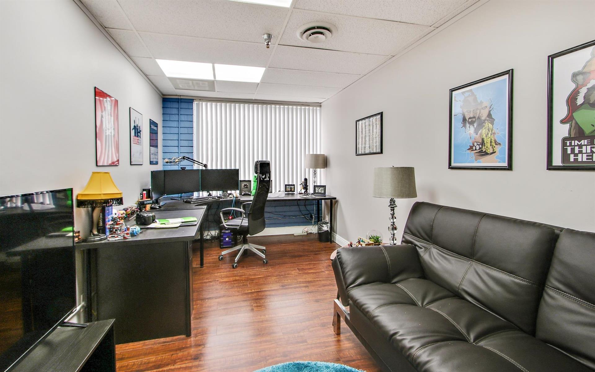 Soma Capital | 16200 Ventura Blvd. - Team Office 216