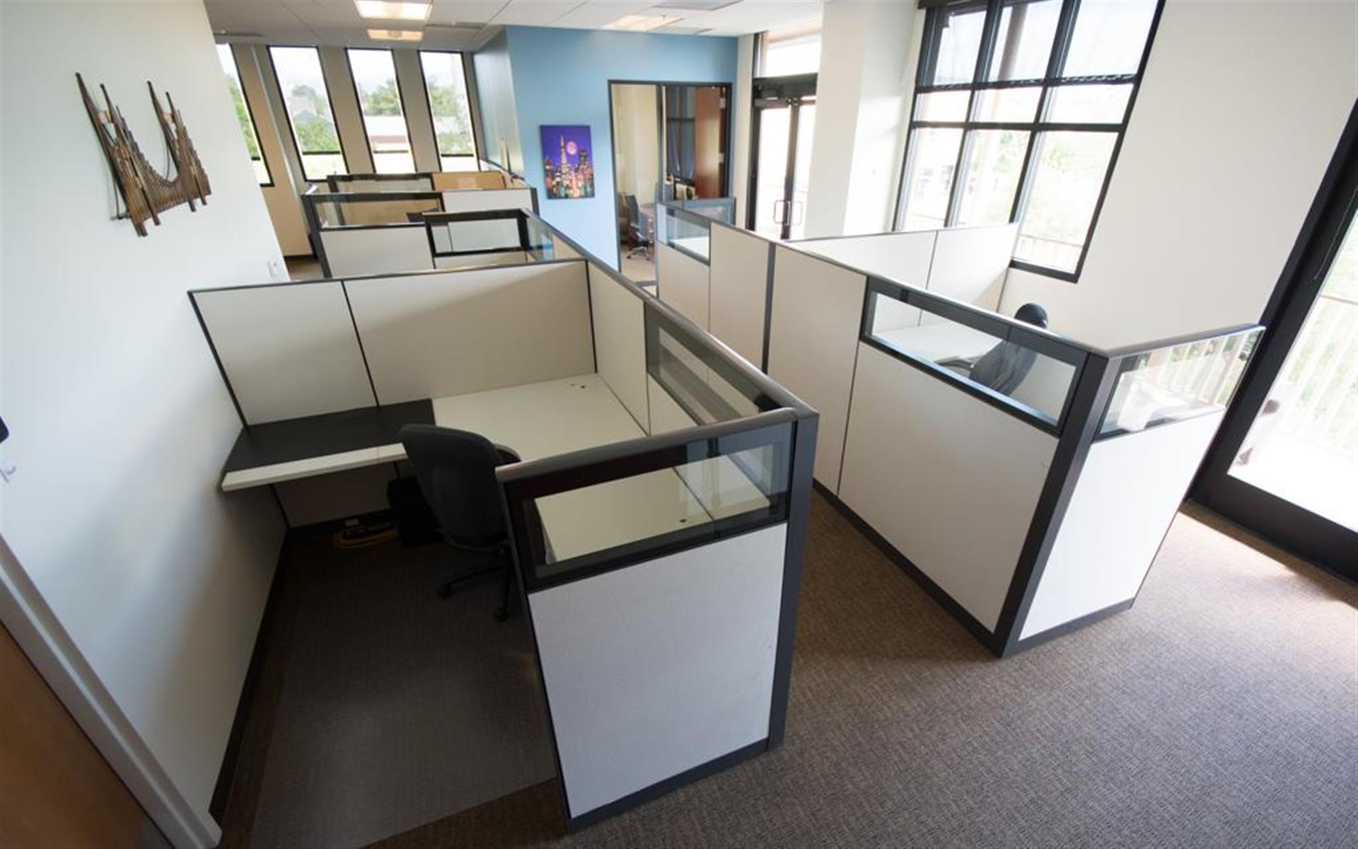 Business Intelligence 101 - 4 Desks w/ Private Office