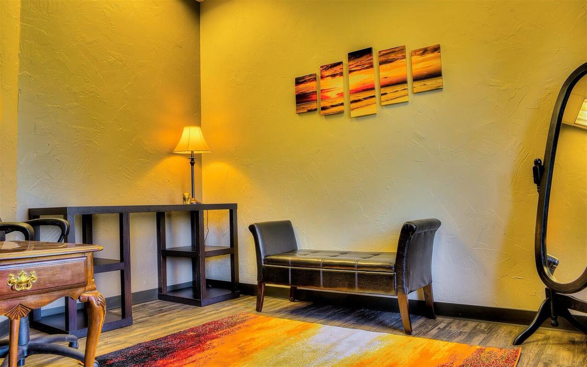 Shine Professional Suites - Suite 5