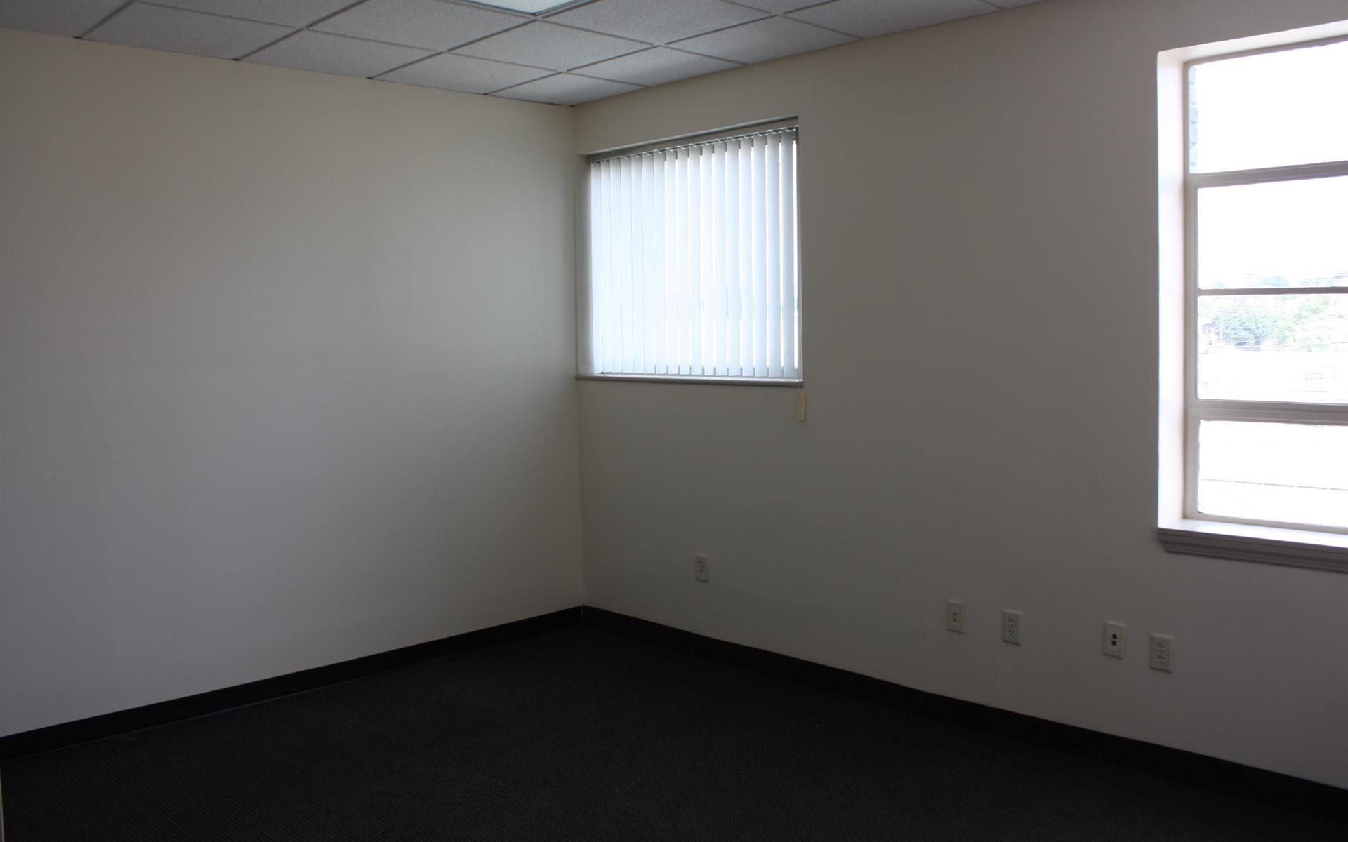Offices and Coworking in Central NJ - Metuchen, NJ - Suite 208 - Team office