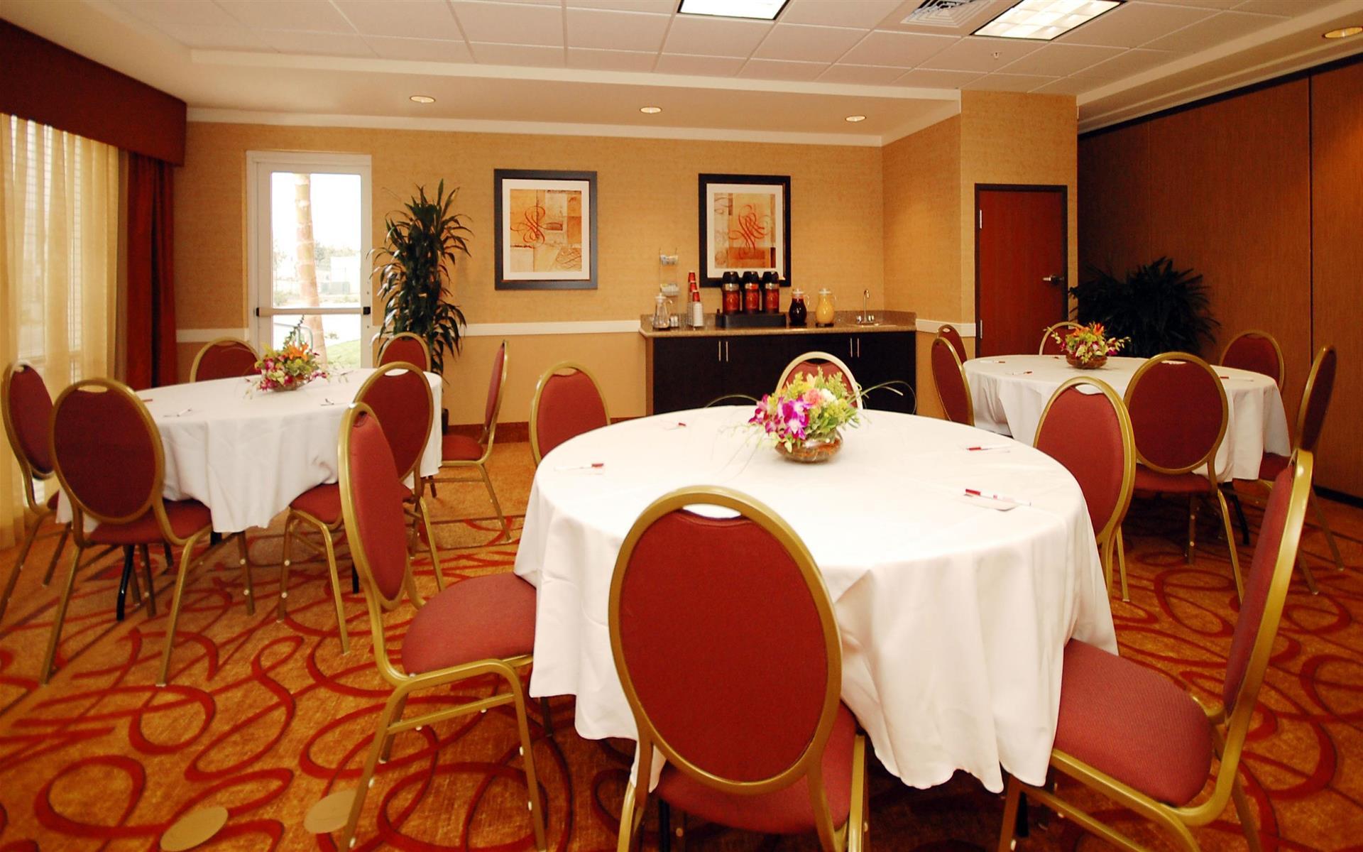 Comfort Suites Ontario Convention Center Hotel - Merlot Room