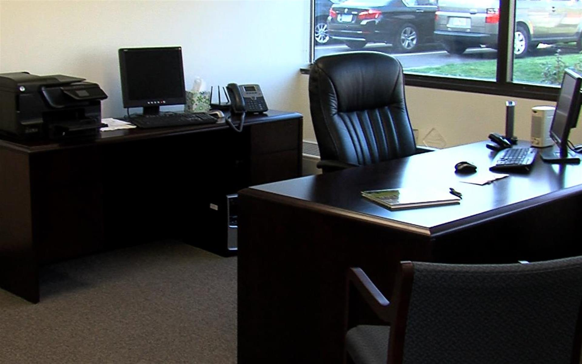 CORPORATE EXECUTIVE OFFICES - Day Office Meeting Space
