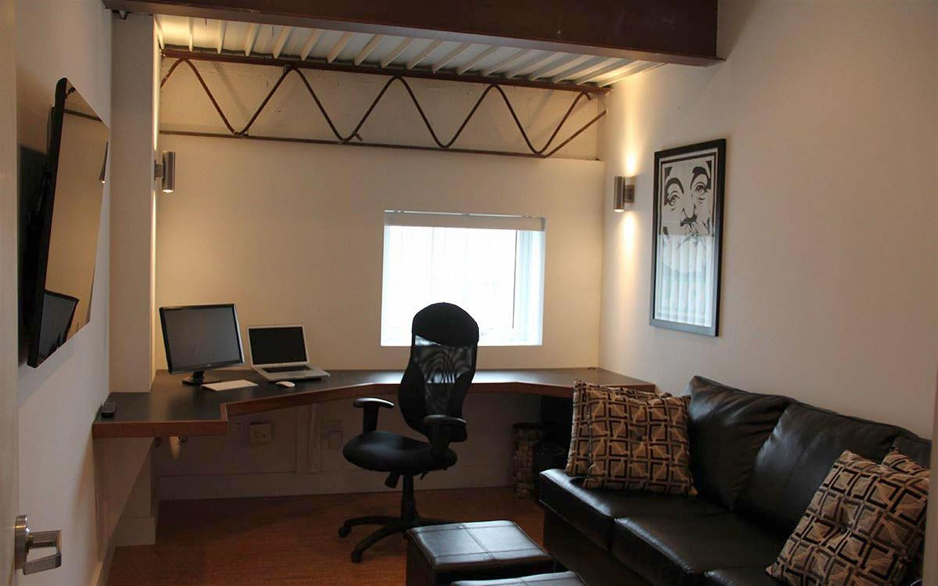 Phosphor Studio - Suite 1A