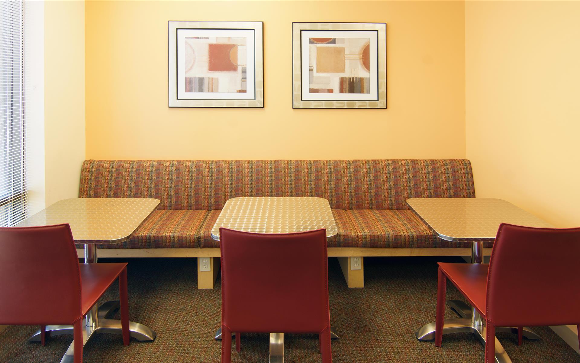 Laptop Lounge - Part-Time Lounge