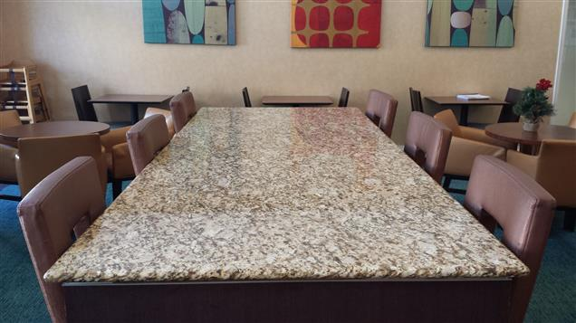Residence Inn Cypress Los Alamitos - Communal Table