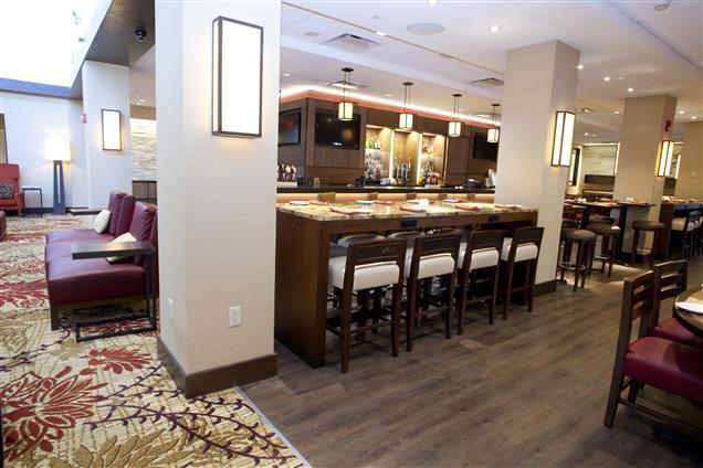 Houston Marriott North - Communal Table in DEN
